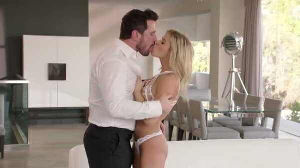 Blonde Jessa Rhodes cheated on the groom with a driver.