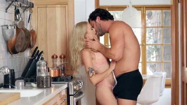 Porn video Morning sex in the kitchen.
