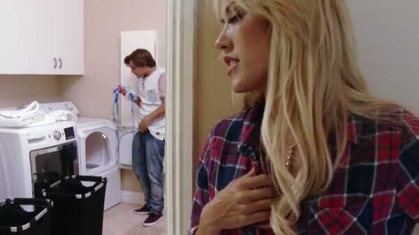 Porn video Sexy blonde spying on a guy in the laundry. Capri Cavanni
