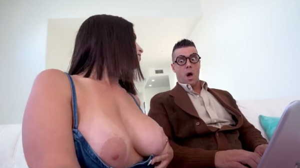 Porn video She invited her friend to help and they had sex. Antonella La Sirena