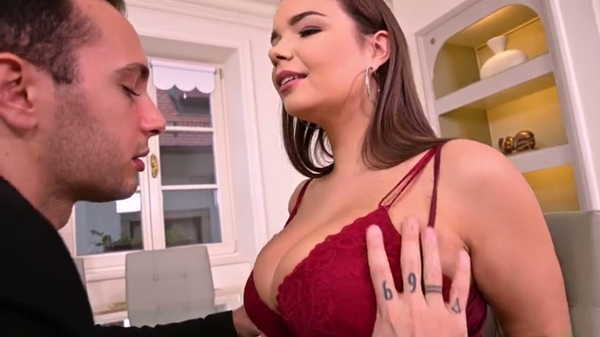 Porn video She showed him her big boobs. Sofia Lee