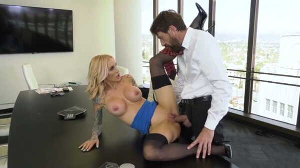 Sex video The boss fucked the new secretary.